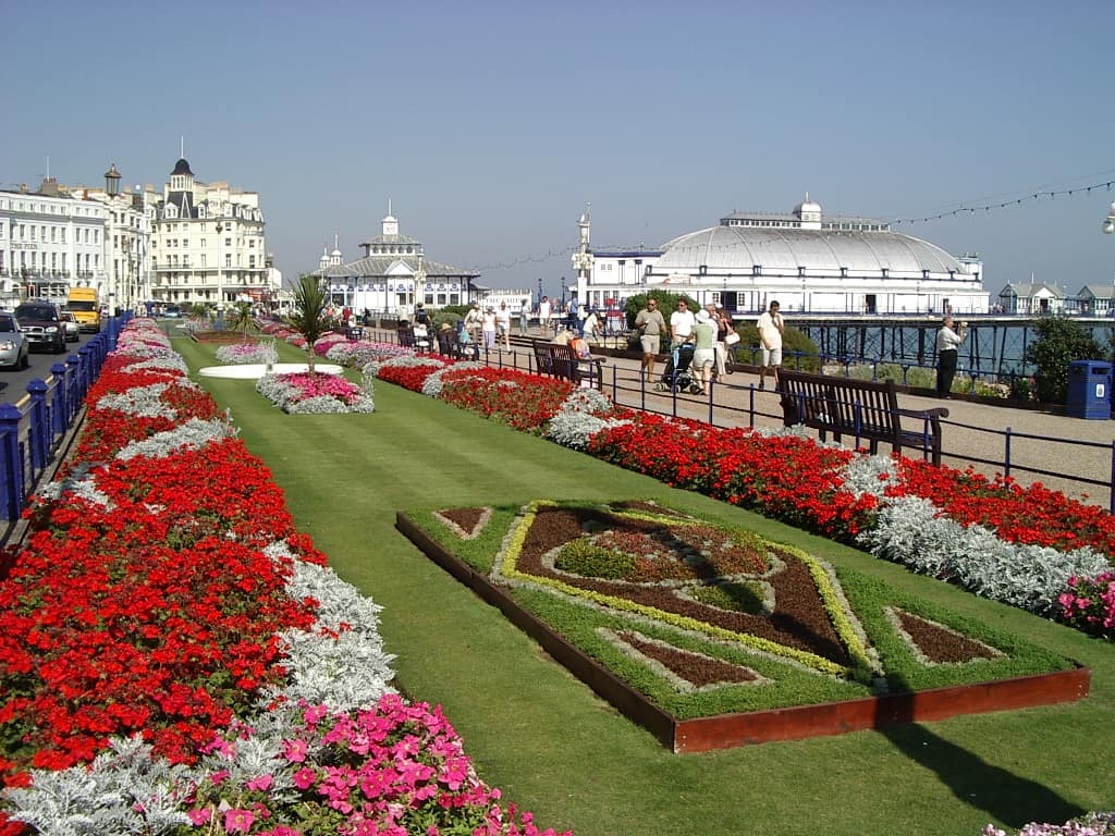 Tender eastbourne grounds maintenance services pro for Garden design eastbourne