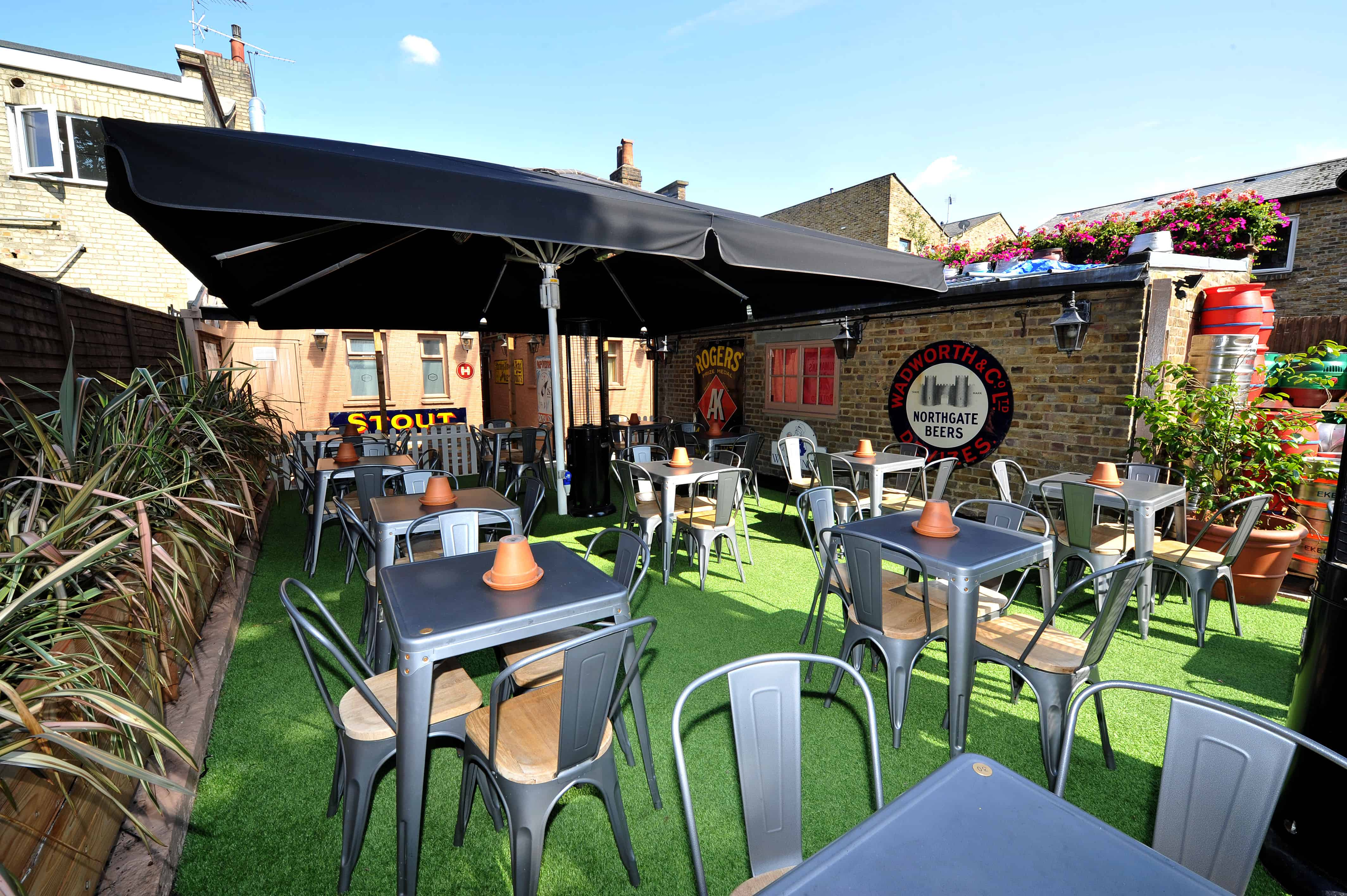 London Pub Installs Lazylawn In Its Beer Garden Pro Landscaper The